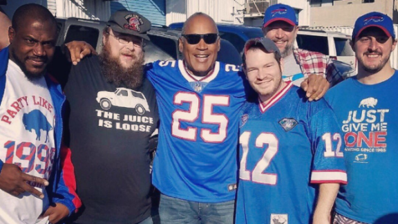 o-j-simpson-in-nevada-with-bills-fans