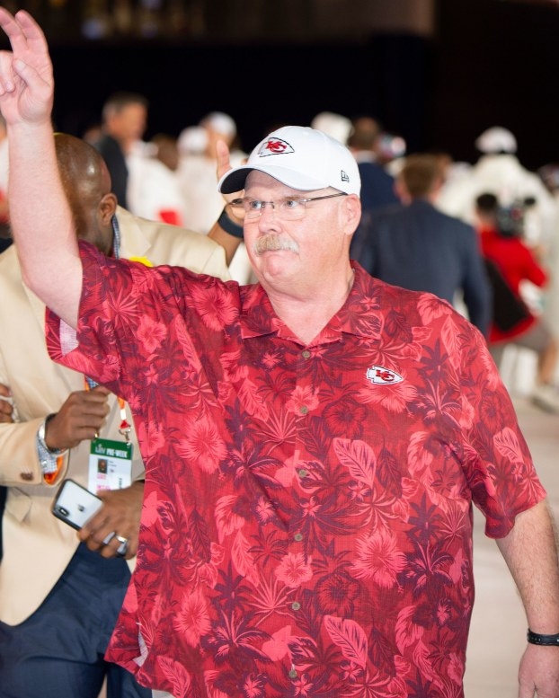 big-fit-of-the-day-kansas-city-chiefs-head-coach-andy-reid-gq-january-2020